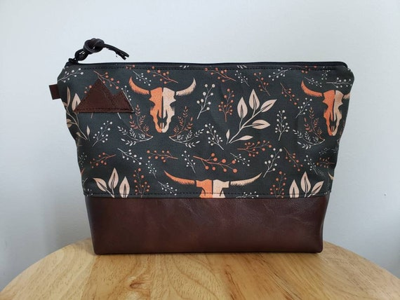 Travel bag/Keep it wild print front and back/Flat bottom/Black zipper/Montana or mountain patch