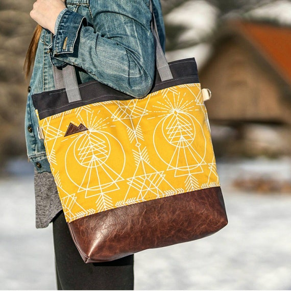 Large Tote/Yellow & white wanderer print/Dark brown vegan leather/Graphite gray bull denim/Gray canvas straps/4 pockets/Mountain patch