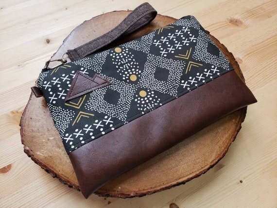 Wrstlet Grab & Go Clutch/Mud cloth print front and back/Black zipper/Montana or Mountain patch