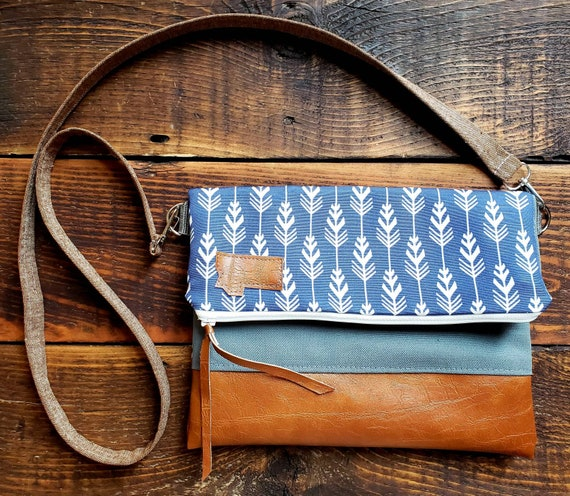 Foldover Crossbody/Feathered print in white & navy/Montana Patch/Foldover Crossbody/Vegan leather/Brown linen strap/White zipper/Gray canvas