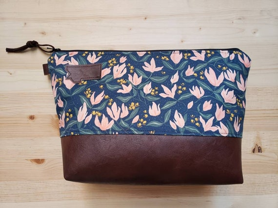 Travel bag/Spring floral print front and back/Flat bottom/Black zipper/Montana or mountain patch