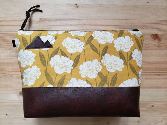 Travel bag/Golden floral print front and back/Flat bottom/Black zipper/Montana or mountain patch