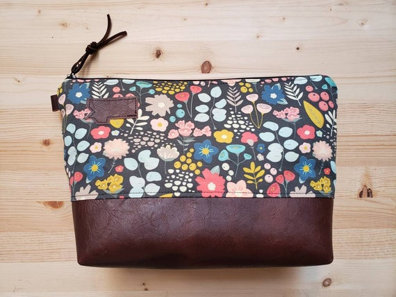 Travel bag/Bold floral print front and back/Flat bottom/Black zipper/Montana or mountain patch