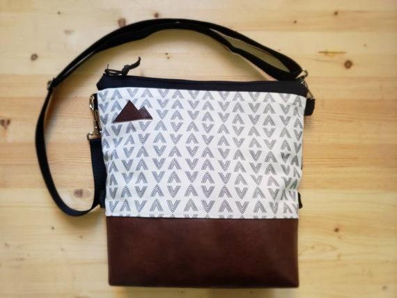 Large crossbody/White & gray flock print=2 front pockets/Black canvas back/Black zipper/Black adjustable nylon strap/MT or Mountain