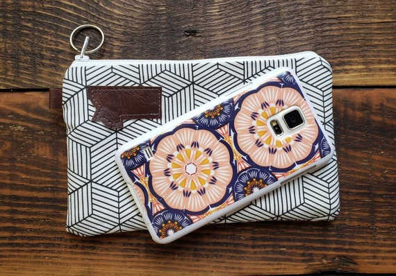 Phone pouch/credit card pouchWhite & black geo print front and back/Natural canvas liner/White zipper/Montana or Mountain patch