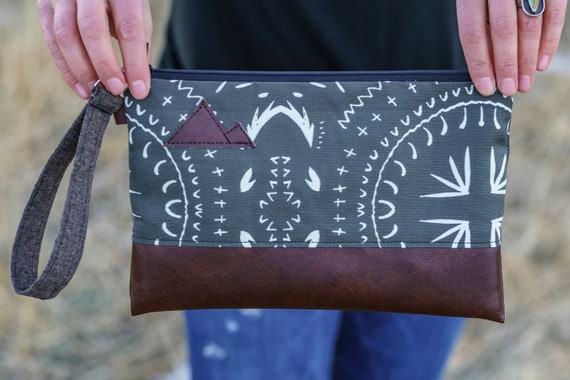 Wrstlet Grab & Go Clutch/Charcoal gray bohemian print front and back/Black zipper/Montana or Mountain patch