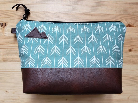 Travel bag/Teal feathered arrows print front and back/Flat bottom/Black zipper/Montana or mountain patch