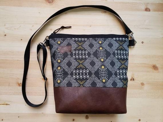 Large crossbody/Mud cloth print=2 front pockets/Black canvas back/Black zipper/Black adjustable nylon strap/MT or Mountain