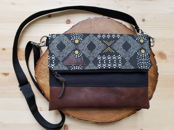 Foldover crossbody/Mud cloth print/Black zipper/Black canvas reverse/Black nylon adjustable strap/Mountain or Montana patch