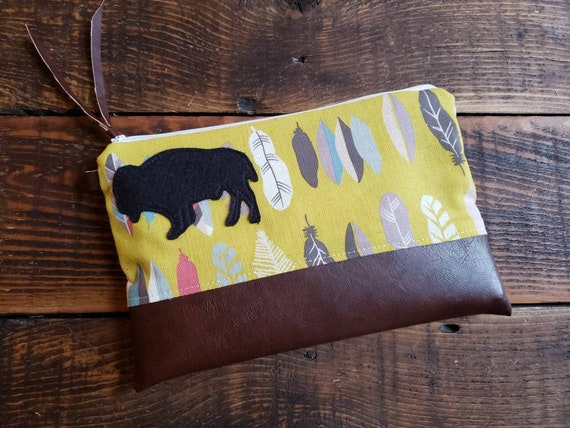 Grab & Go Clutch/Light linen yellow feathers print/White zipper/Vegan leather details/Wool bison patch 4 color options