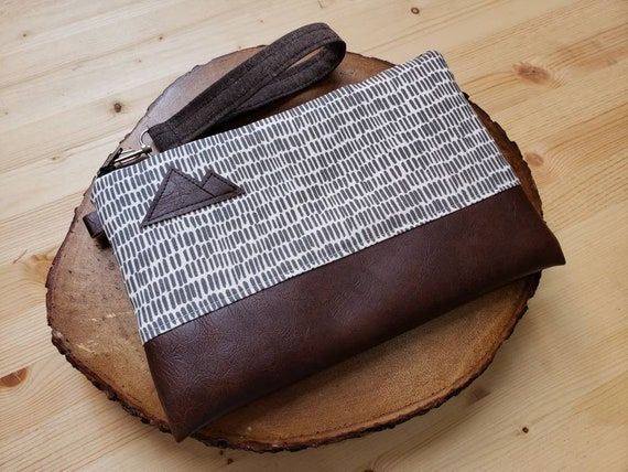 Wrstlet Grab & Go Clutch/Dashing gray and white print front and back/Black zipper/Montana or Mountain patch