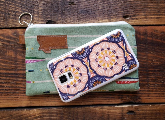 Phone pouch/credit card pouch/Green with arrows print - front and back/Natural canvas liner/White zipper/Montana or Mountain patch
