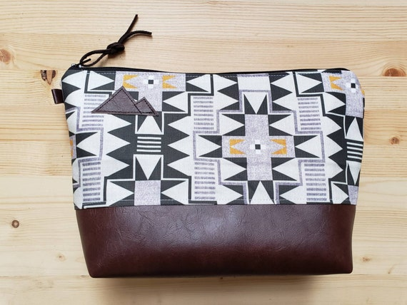 Travel bag/Westward print front and back/Flat bottom/Black zipper/Montana or mountain patch