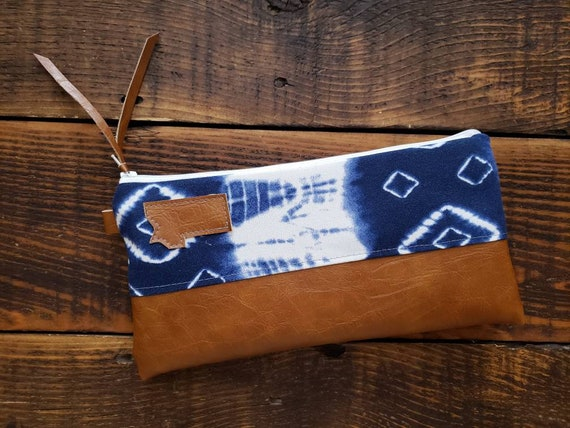 Wally clutch/Navy & white shibori print front and back/Vegan leather details/White zipper/Mountain or Montana patch