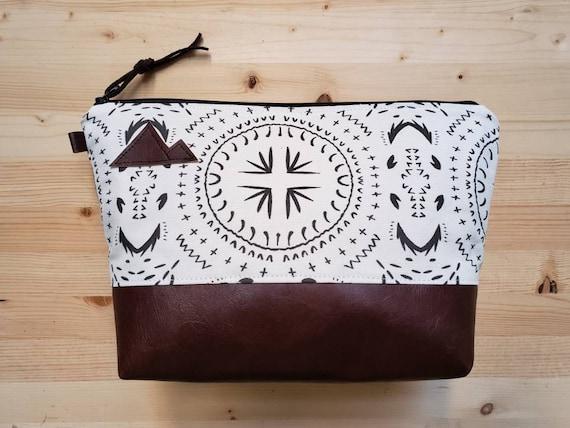 Travel bag/Ivory & black bohemian print front and back/Flat bottom/Black zipper/Montana or mountain patch