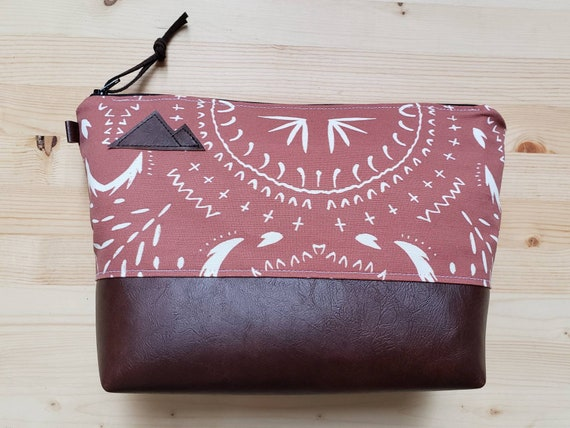 Travel bag/Rust bohemian print front and back/Flat bottom/Black zipper/Montana or mountain patch