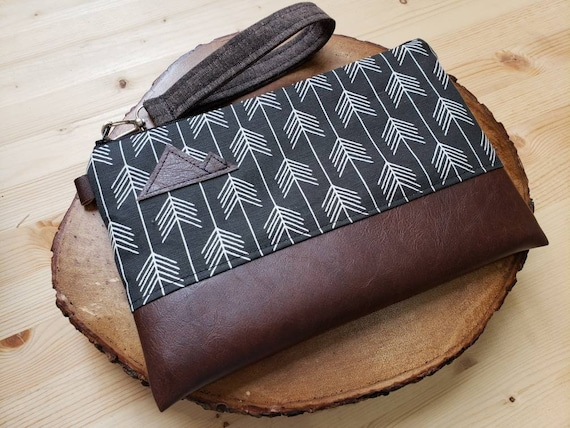 Wrstlet Grab & Go Clutch/Black feathered arrows print front and back/Black zipper/Montana or Mountain patch