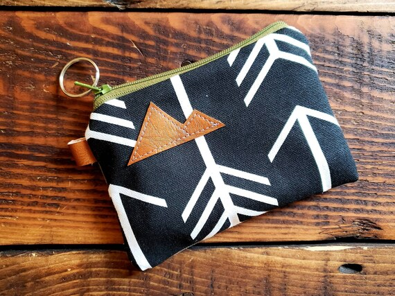 Coin pouch/credit card pouch/Black with white arrows print front and back/Green zipper/Montana or mountain patch