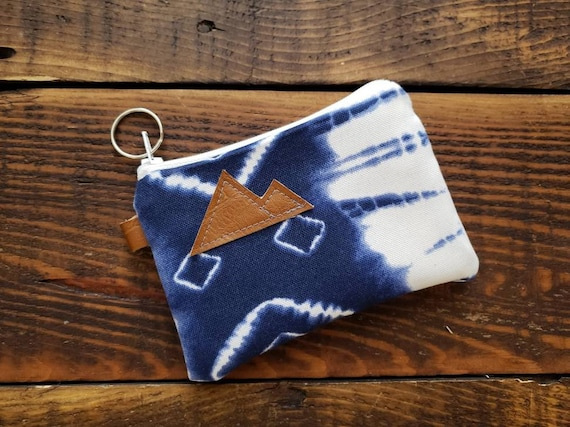 Coin pouch/credit card pouch/Navy & white shibori print front and back/Natural canvas liner/White zipper/Montana or Mountain patch