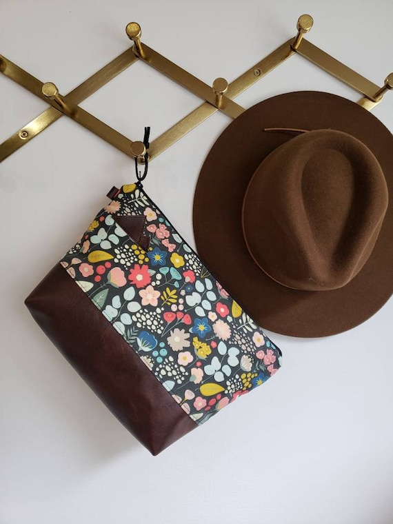 Travel bag/Bold floral = front and back/Flat bottom/Black zipper/ Heavyweight natural canvas liner