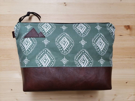 Travel bag/Sage Henna print front and back/Flat bottom/Black zipper/Montana or mountain patch