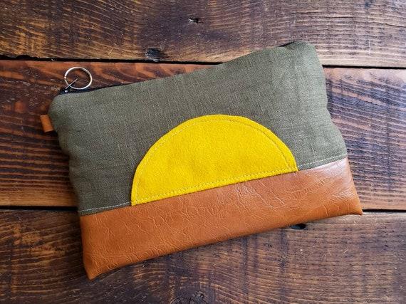 Sunburst Grab & Go Clutch/Lightweight textured linen in forest green/Black zipper/Vegan leather details/Black canvas back