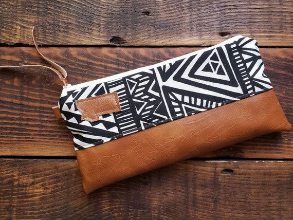 Wally clutch/Black & white tredian print front and back /White zipper/Vegan leather details/Choose Montana or Mountain patch/ Montana bags
