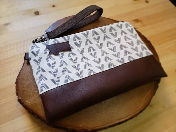 Wrstlet Grab & Go Clutch/White and gray flock print front and back/Black zipper/Montana or Mountain patch
