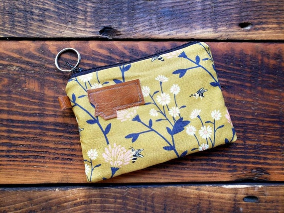 Coin/credit card pouch/Floral bees print on front and back/Natural canvas liner/Black zipper/Mountain or Montana patch