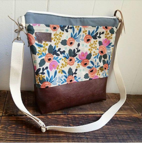 Large crossbody/Linen floral print/2 front pockets/Dark brown vegan leather/Gray canvas back/White zipper/Adjustable cotton strap/MT patch