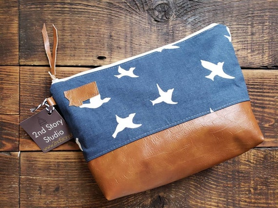 Large canvas Travel bag/Navy with white birds print/Montana or Mountain patch/Flat bottom/Vegan leather details/White zipper