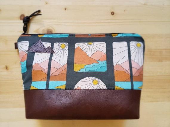 Travel bag/Montana Soul print front and back/Flat bottom/Black zipper/Montana or mountain patch