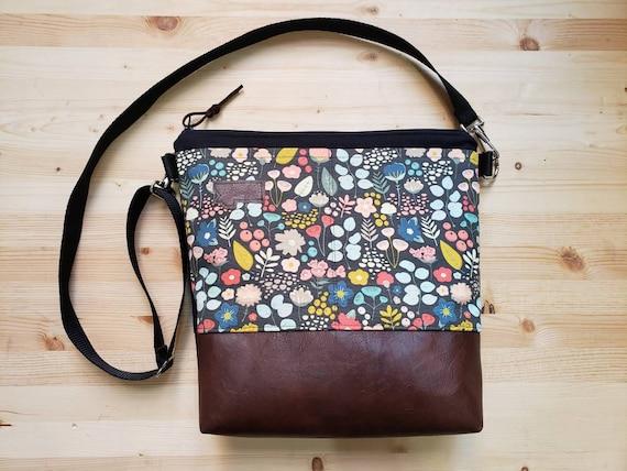 Large crossbody/Bold floral print=2 front pockets/Black canvas back/Black zipper/Black adjustable nylon strap/MT or Mountain