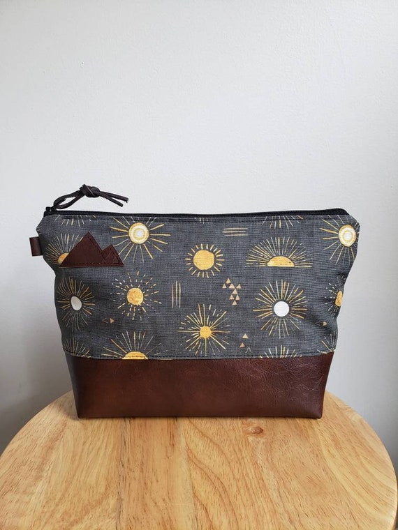 Travel bag/Shine print in charcoal = front and back/Flat bottom/Black zipper/ Heavyweight natural canvas liner/Montana or mountain patch
