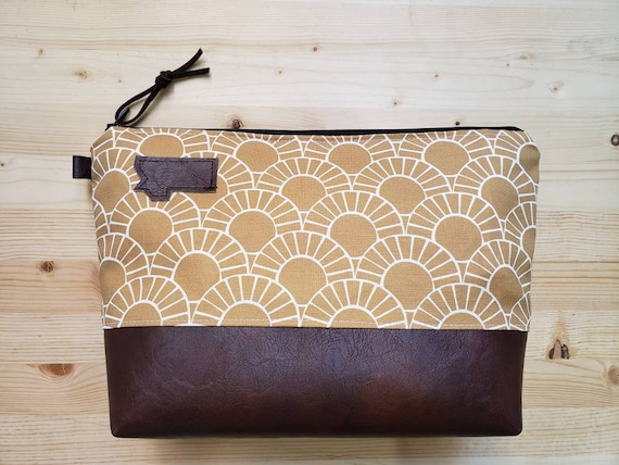 Travel bag/Stay golden print front and back/Flat bottom/Black zipper/Montana or mountain patch