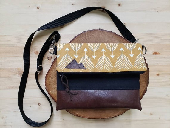 Foldover crossbody/Yellow feathered arrows print/Black zipper/Black canvas reverse/Black nylon adjustable strap/Mountain or Montana patch