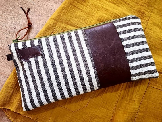 Clutch/Gray & ivory striped heavy linen/Dark brown vegan leather details/Green zipper/Montana or mountain patch/Brown waxed canvas back