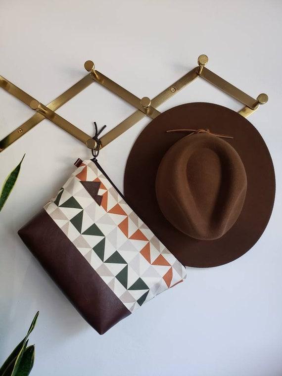 Travel bag/Merak print = front and back/Flat bottom/Black zipper/ Heavyweight natural canvas liner/Montana or mountain patch