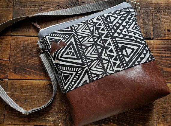 Large crossbody/White & black tredian print/2 front pockets/Vegan leather/Gray canvas back/White zipper/Adjustable gray nylon strap