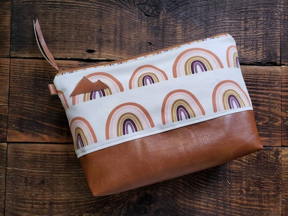Large canvas Travel bag/Rainbow print/Montana or Mountain patch/Flat bottom/Vegan leather details/Gingerbread color zipper