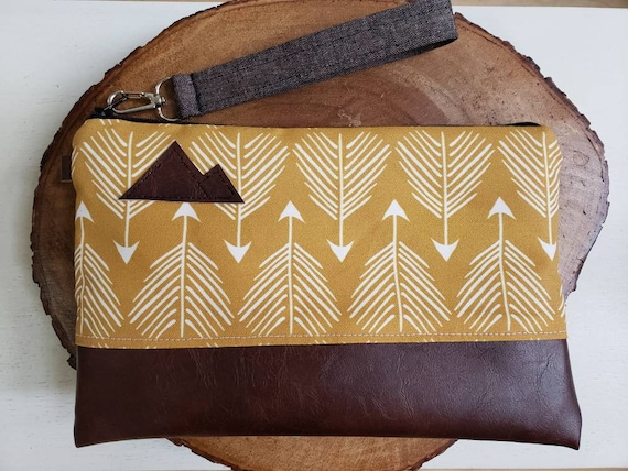 Wrstlet Grab & Go Clutch/Yellow feathered print front and back/Black zipper/Montana or Mountain patch