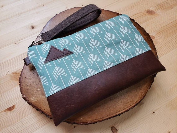 Wrstlet Grab & Go Clutch/Teal feathered arrows print front and back/Black zipper/Montana or Mountain patch
