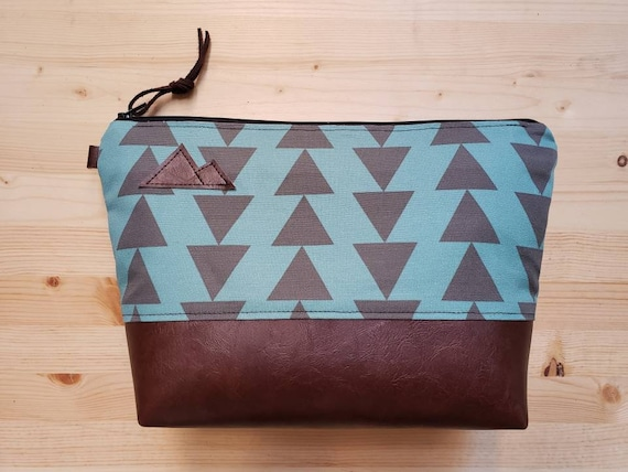 Travel bag/Teal & charcoal triangles print front and back/Flat bottom/Black zipper/Montana or mountain patch