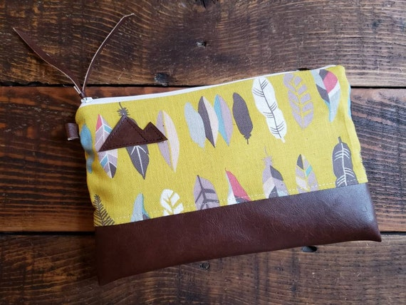 Grab & Go Clutch/Light linen yellow feathers print front and back/White zipper/Vegan leather details/Montana or Mountain patch options