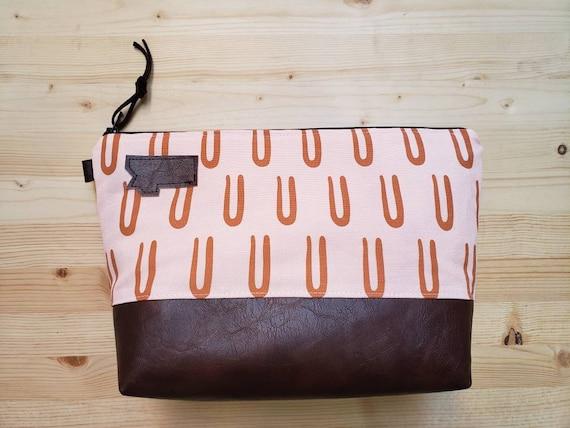 Travel bag/U print front and back/Flat bottom/Black zipper/Montana or mountain patch