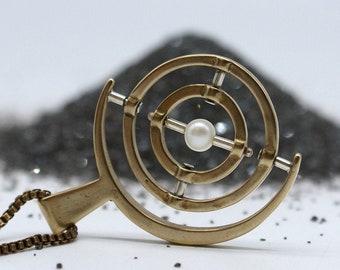 Gyroscope pendant  -   Pearl