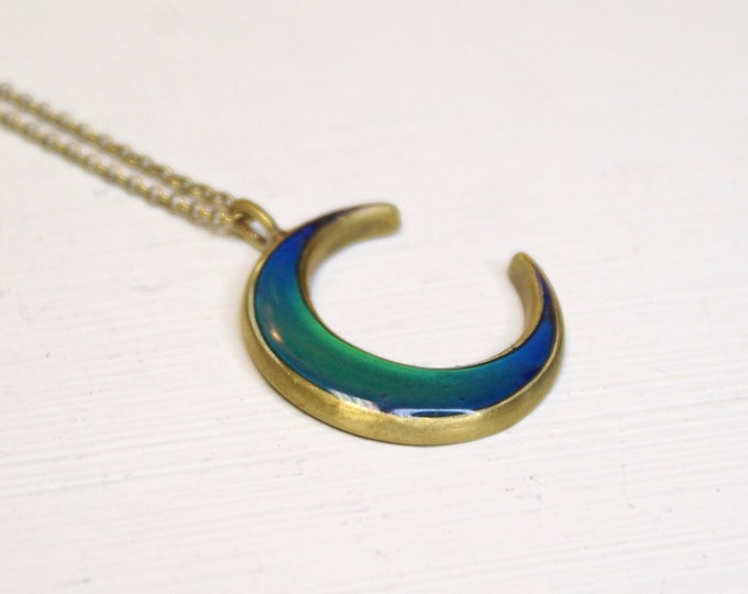 Color-changing Mood Necklace - crescent moon