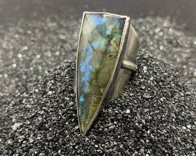 Labradorite Shield Ring - sterling silver, size 8.5-9