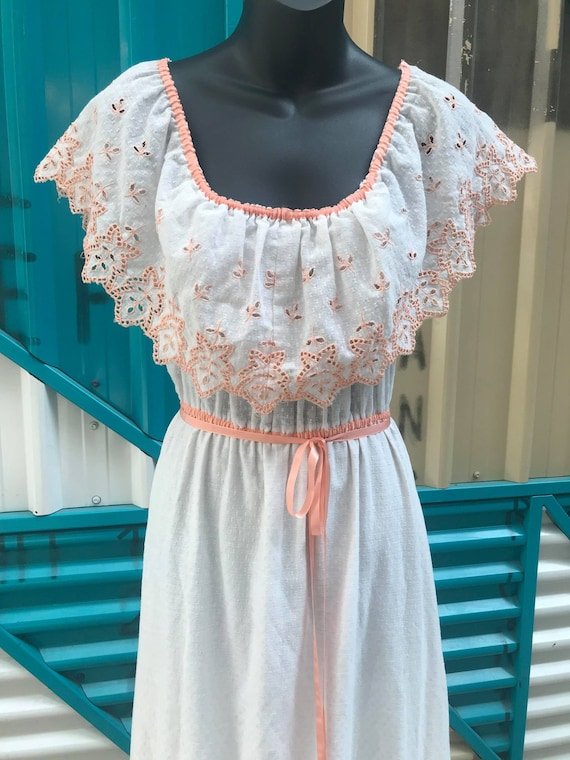 "1970s ""Vicky Vaughn Junior"" White Cotton Peasant D"
