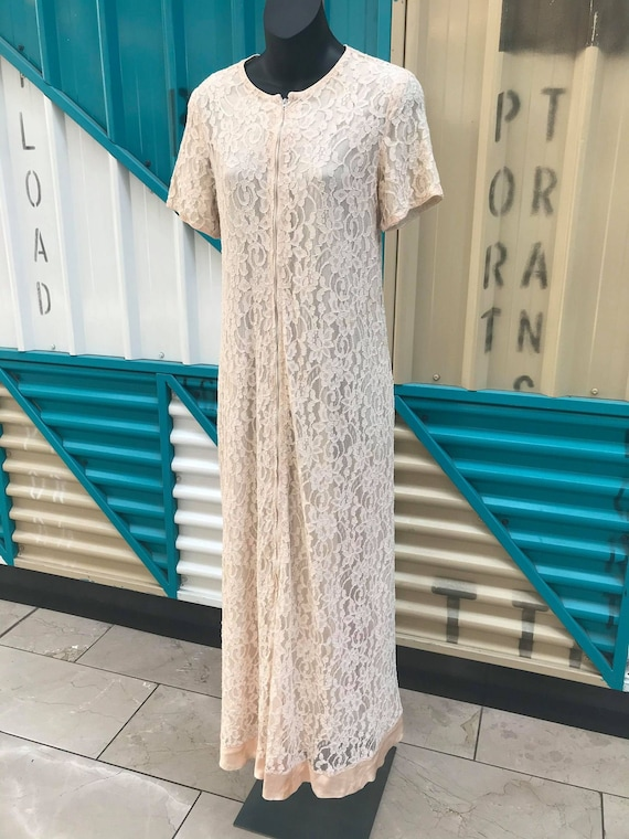 "Beautiful 1960s ""Dela-Ann Creation"" Ivory Lace Hou"